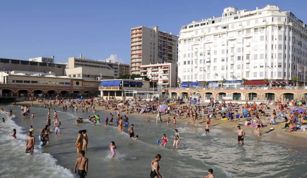 Marseille-Violee-sur-la-plage-a-17-ans